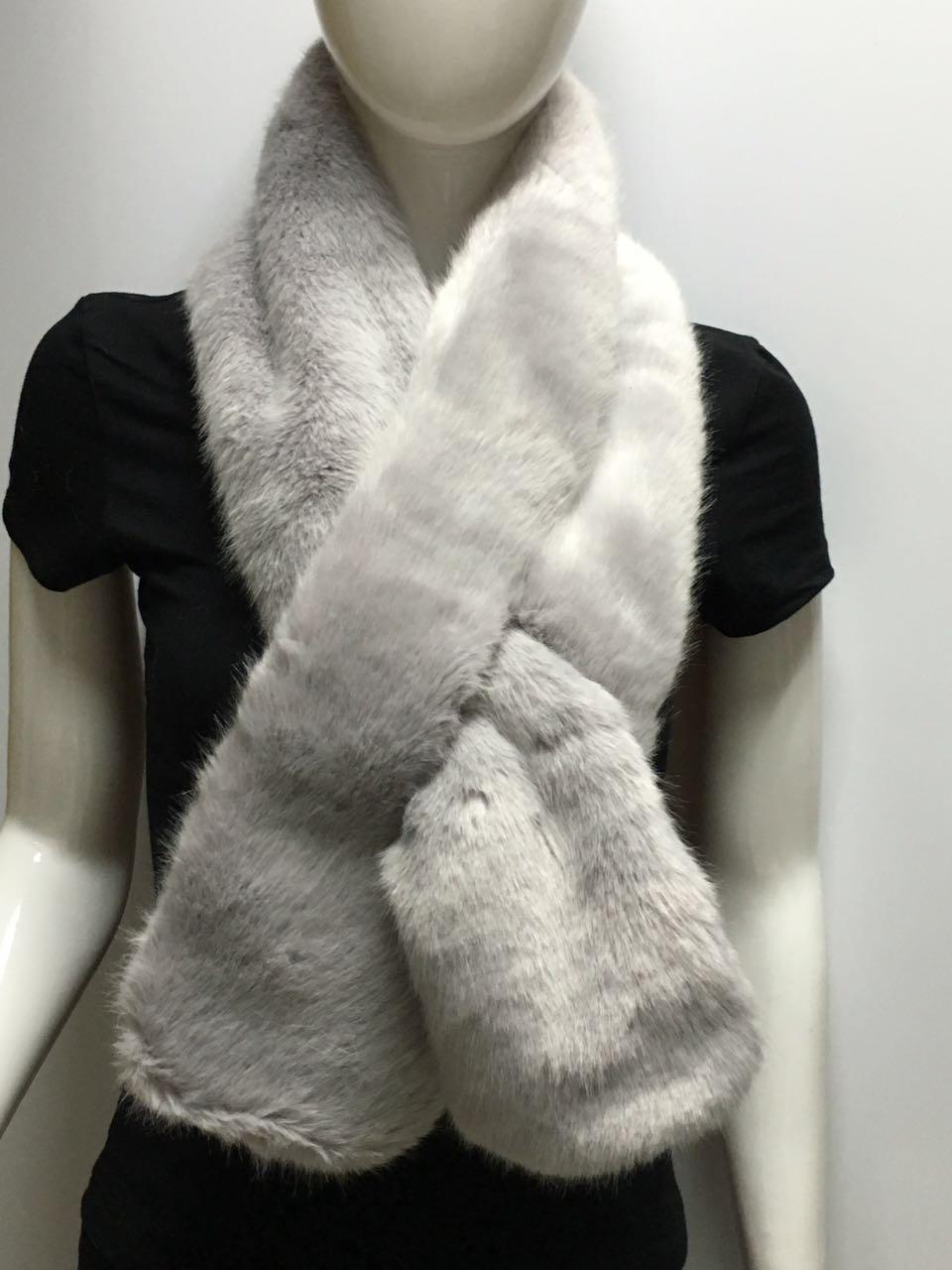 女士灰色毛领围巾