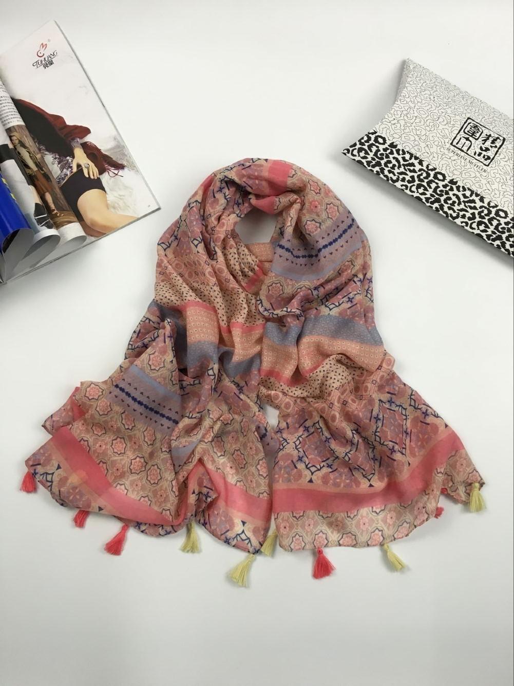 秋冬款几何花纹巴厘纱围巾