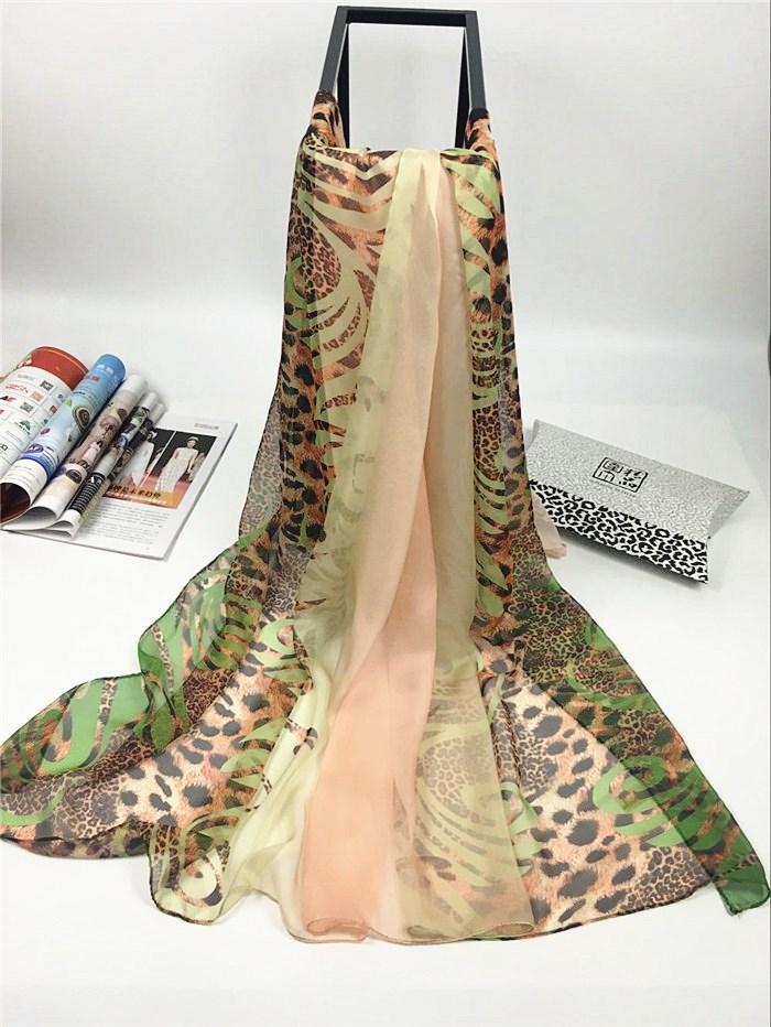 新款草绿豹纹仿真丝围巾