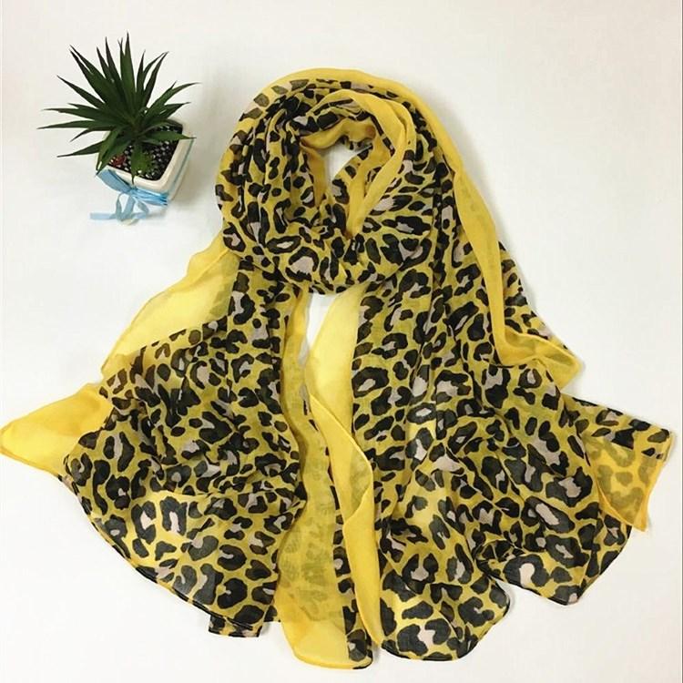 黄边豹纹巴厘纱围巾
